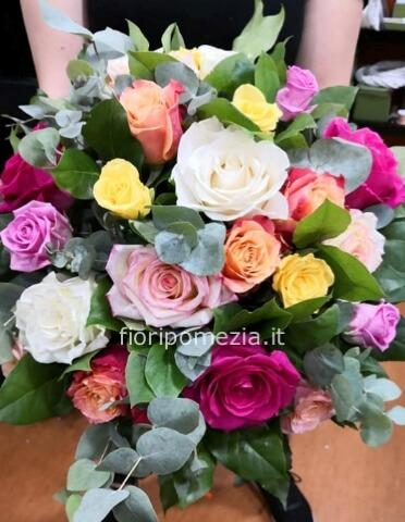Acquisto Fiori On Line.Bouquet Di Rose Colori Assortiti Fiorista A Pomezia Acquisto